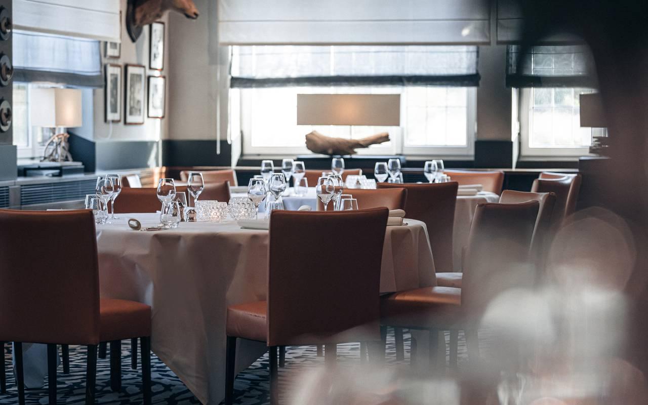 Serveurs du restaurant lieu séminaire alsace