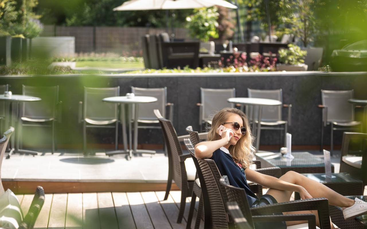 Nage dans la piscine Hôtel Spa Alsace